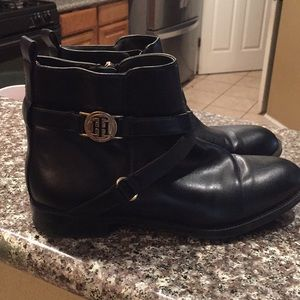 Tommy Hilfiger black size 9 booties